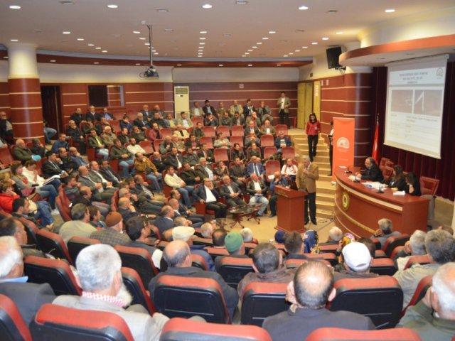 Tarıma Dayalı Yatırımlar için Bilgilendirme Toplantısı Nevşehir Ticaret Borsası Konferans Salonunda düzenlendi.
