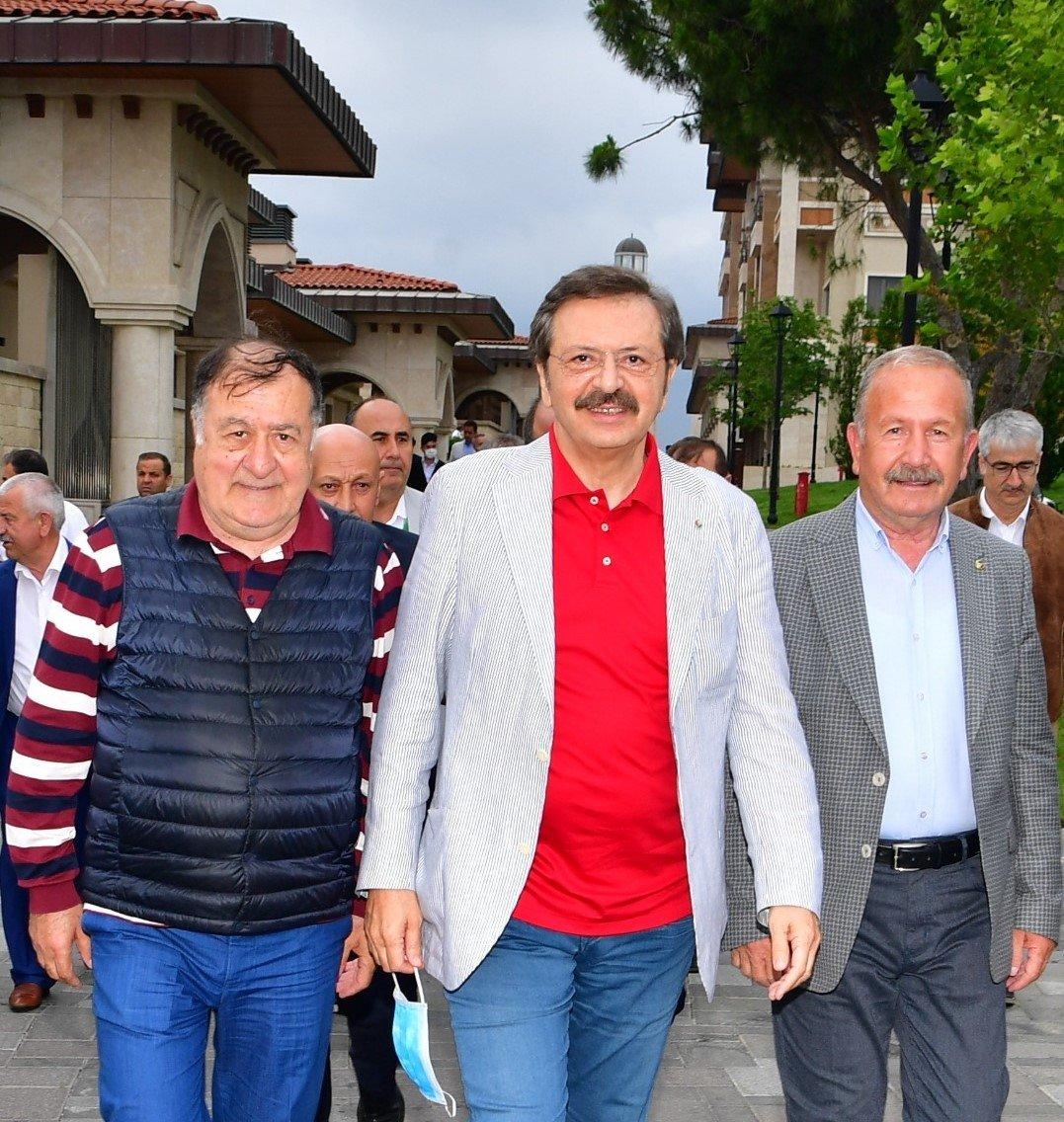 Başkan Salaş, TOBB Toplantısı için Demokrasi Adası'nda...